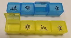 Dávkovač léků denní Obzor typ 04, mix barev
